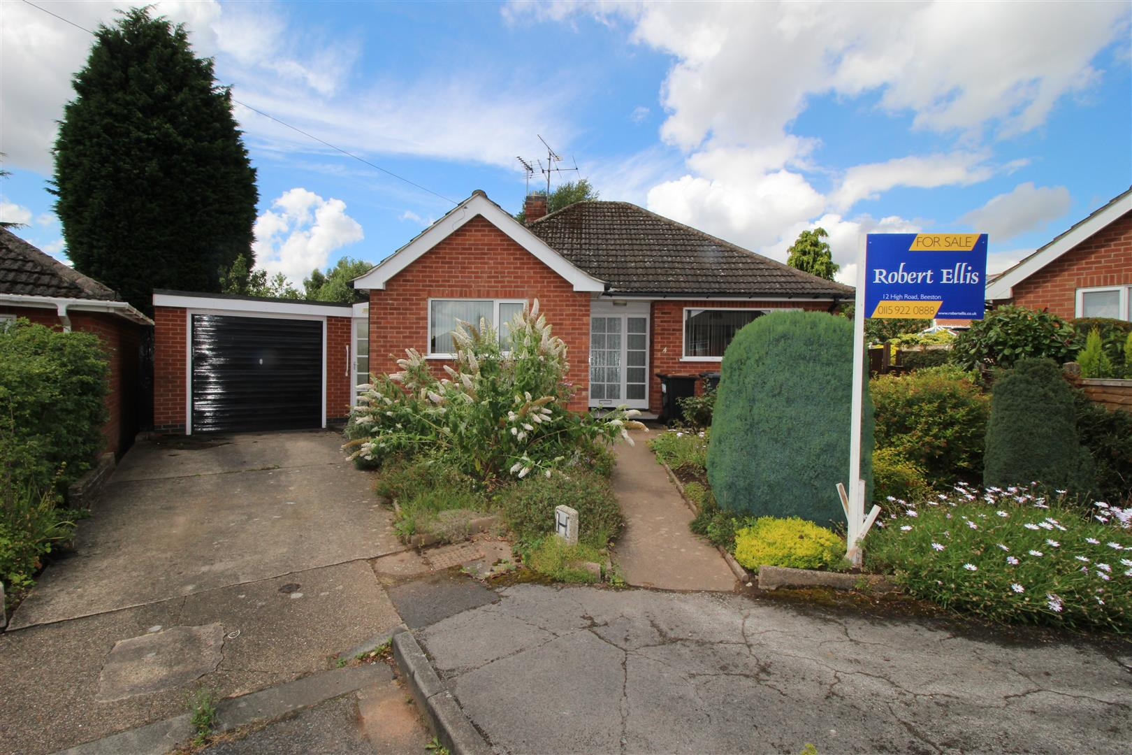 2 Bedrooms Bungalow for sale in Woodville Close, Chilwell
